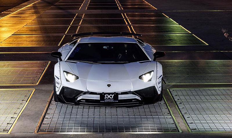 Liberty Walk se nebojí sáhnout ani na Lamborghini Aventador LP 750-4 SuperVeloce: - fotka 1