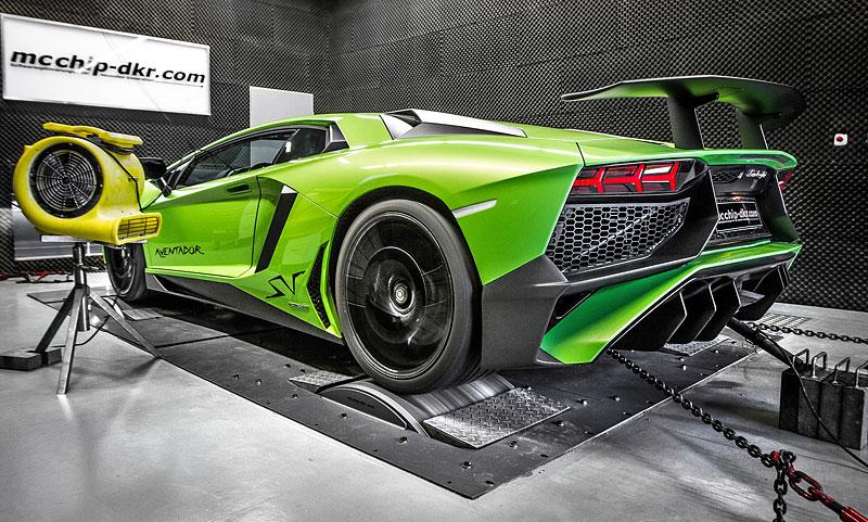 Lamborghini Aventador LP 750-4 SV na návštěvě u mcchip-dkr: - fotka 4