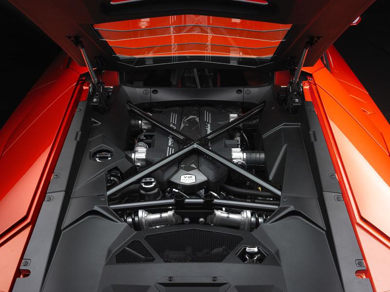 Ženeva 2011 živě: Lamborghini Aventador LP700-4: - fotka 92
