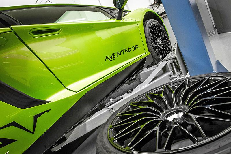 Lamborghini Aventador LP 750-4 SV na návštěvě u mcchip-dkr: - fotka 13