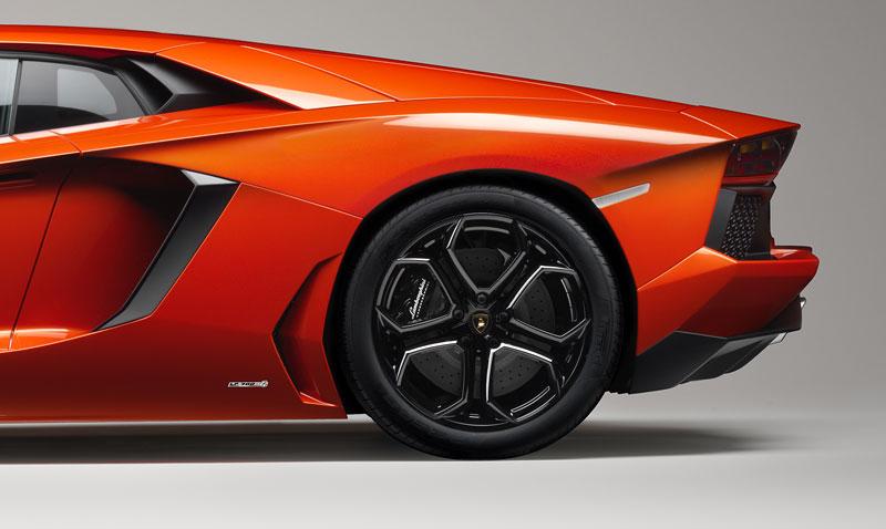 Ženeva 2011 živě: Lamborghini Aventador LP700-4: - fotka 97