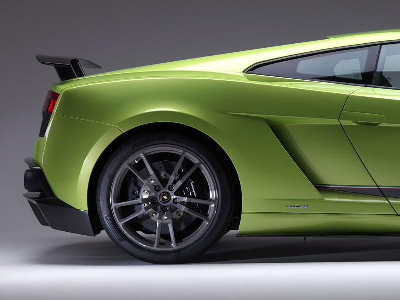 Lamborghini Gallardo LP 570-4 Superleggera: nové akční fotky: - fotka 27