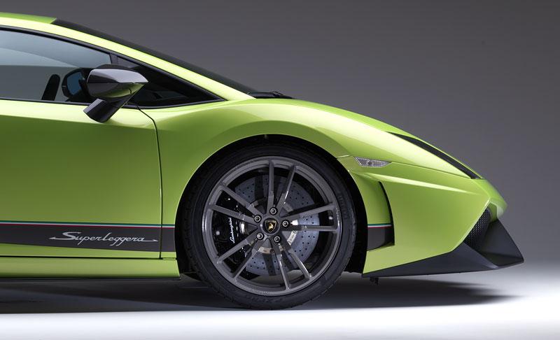 Lamborghini Gallardo LP 570-4 Superleggera: nové akční fotky: - fotka 28