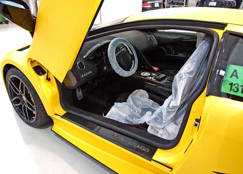Lamborghini Murciélago LP670-4 SV: První kus dorazil do České republiky: - fotka 35