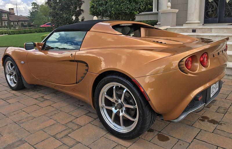 """Tenhle Lotus je prý """"totálka"""". Kvůli škrábanci na nárazníku: - fotka 13"""