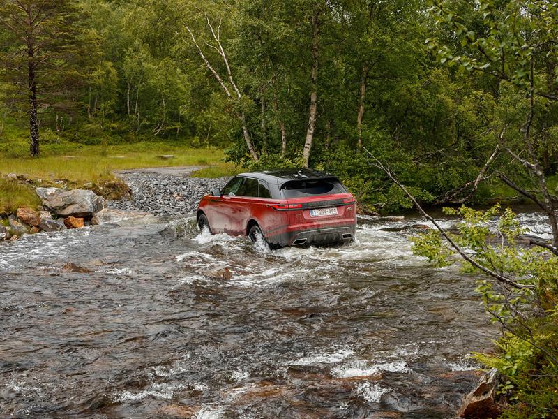 Fungují vysouvací kliky v Range Roveru Velar, i když auto obalí vrstva ledu?: - fotka 74