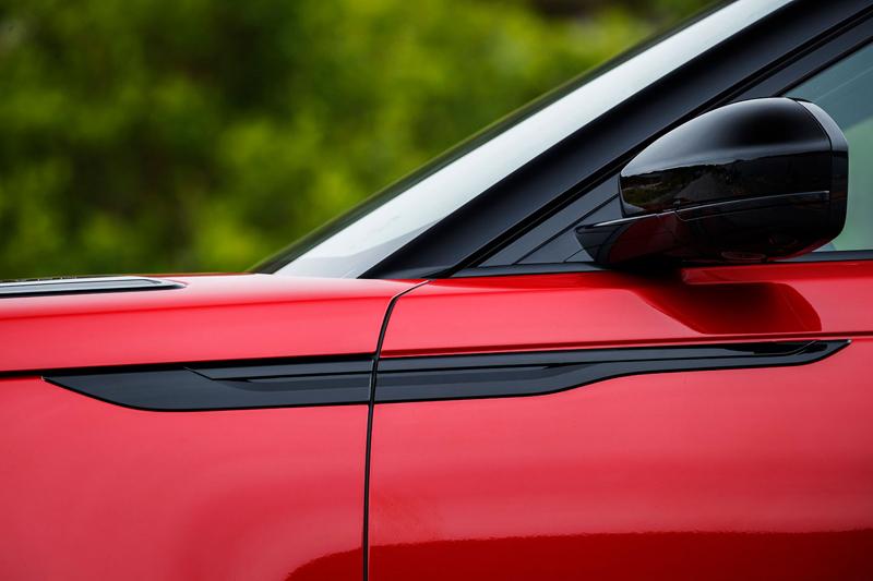 Fungují vysouvací kliky v Range Roveru Velar, i když auto obalí vrstva ledu?: - fotka 101
