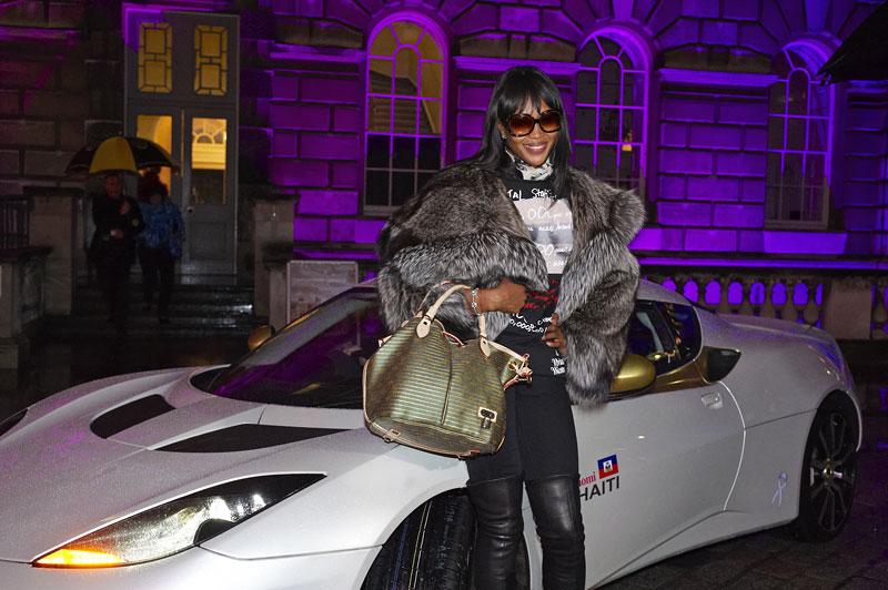 Lotus Evora Naomi for Haiti: vydraženo za 1,4 milionu euro: - fotka 15