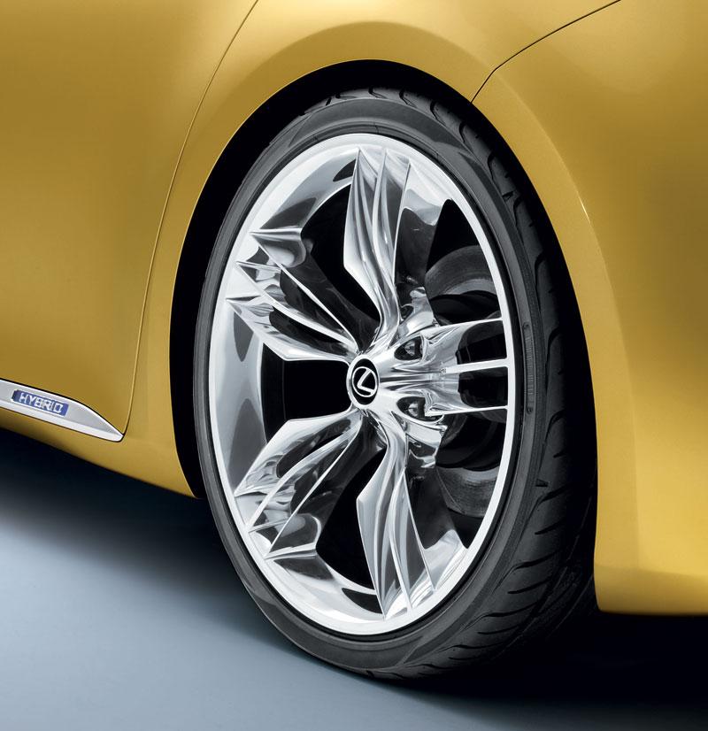 Lexus LF-Ch: první foto kompaktního hatchbacku: - fotka 4