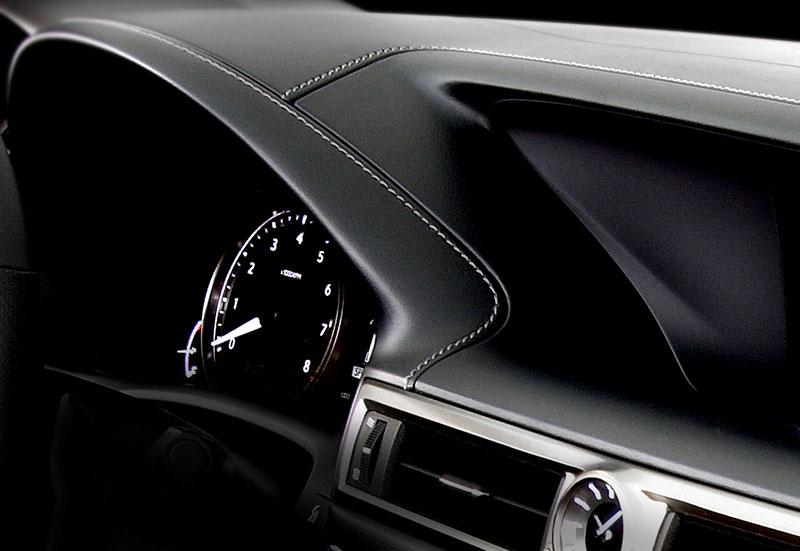 Lexus GS F: Pětilitrový osmiválec a kompresor: - fotka 3