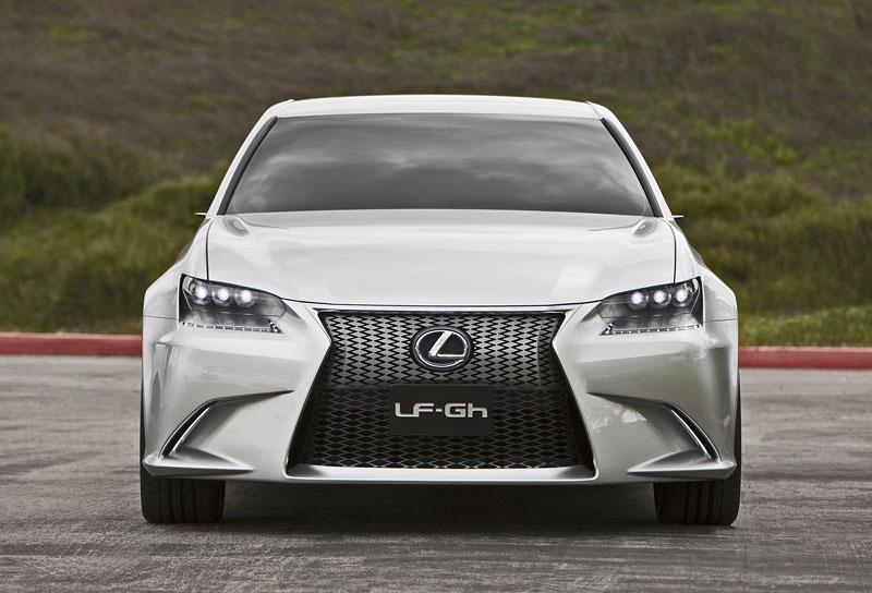 Lexus GS F: Pětilitrový osmiválec a kompresor: - fotka 6