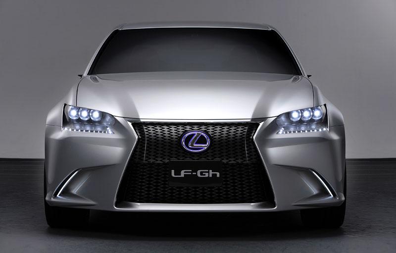 Lexus GS F: Pětilitrový osmiválec a kompresor: - fotka 7
