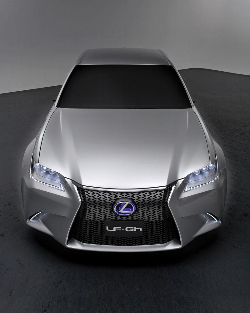 Lexus GS F: Pětilitrový osmiválec a kompresor: - fotka 8