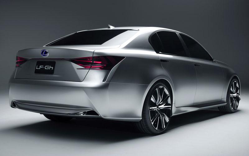 Lexus GS F: Pětilitrový osmiválec a kompresor: - fotka 31