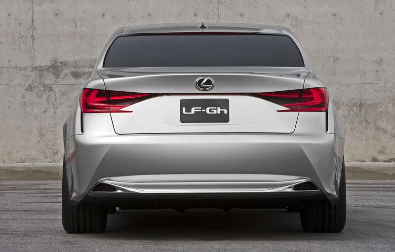Lexus GS F: Pětilitrový osmiválec a kompresor: - fotka 34