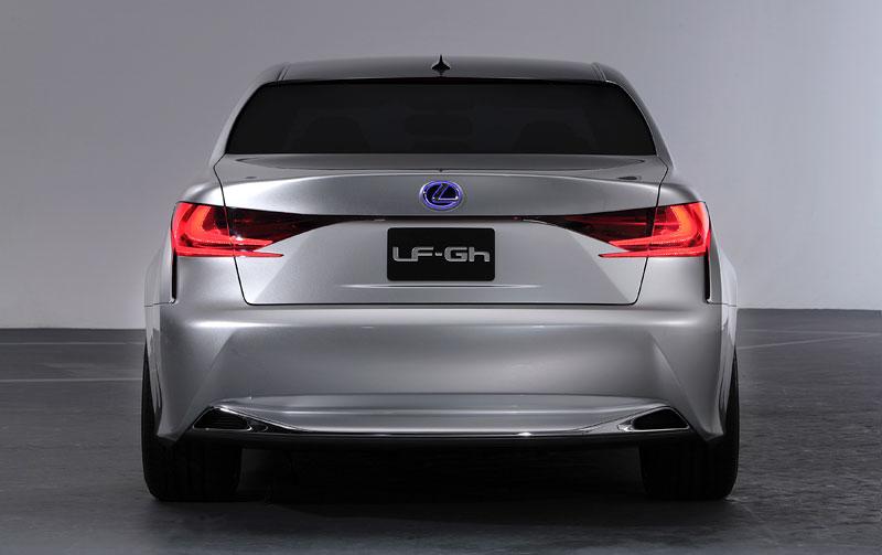 Lexus GS F: Pětilitrový osmiválec a kompresor: - fotka 36