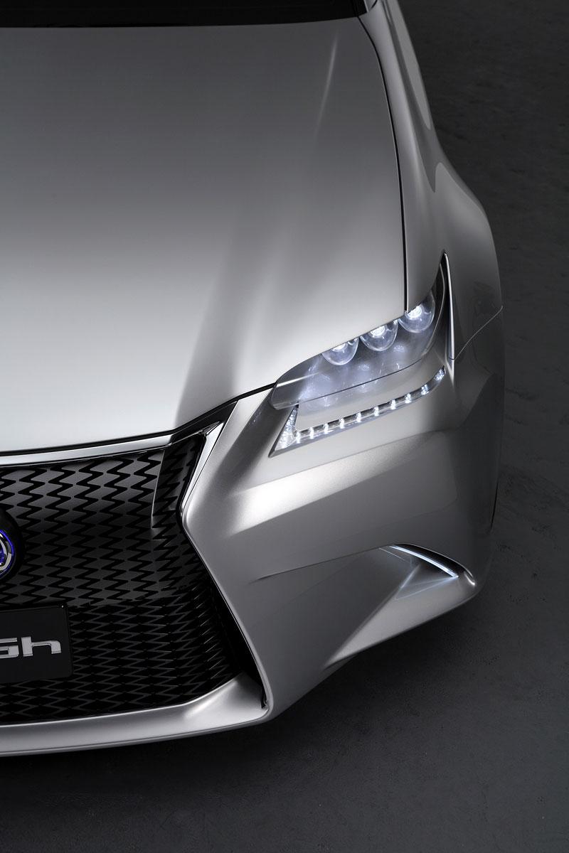 Lexus GS F: Pětilitrový osmiválec a kompresor: - fotka 46