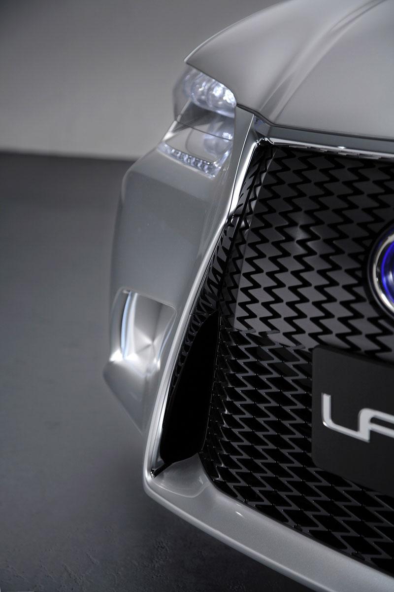 Lexus GS F: Pětilitrový osmiválec a kompresor: - fotka 47