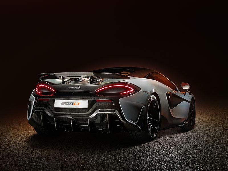 Víte, proč má McLaren 600LT výfuk vyvedený vzhůru? Přináší to spoustu výhod: - fotka 2