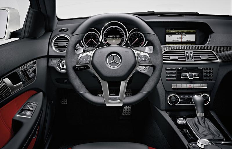 Mercedes-Benz C63 AMG Coupe: nejmenší sporťák se představuje: - fotka 1