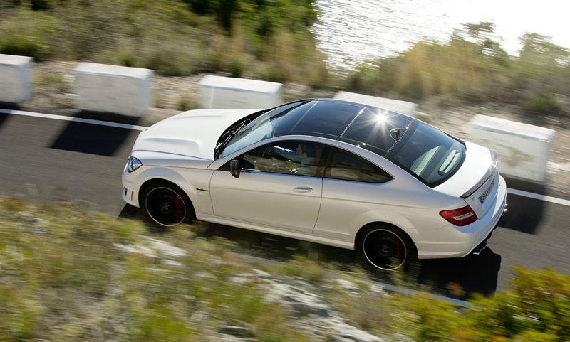 Mercedes-Benz C63 AMG Coupe: nejmenší sporťák se představuje: - fotka 24