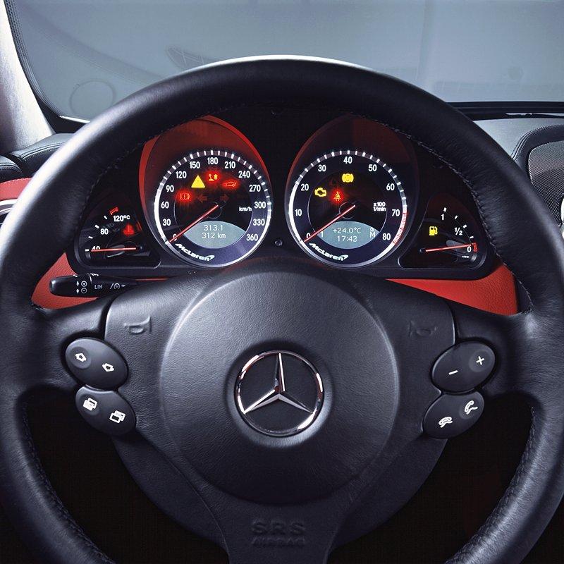 Mercedes a McLaren - každý na vlastním písečku: - fotka 2