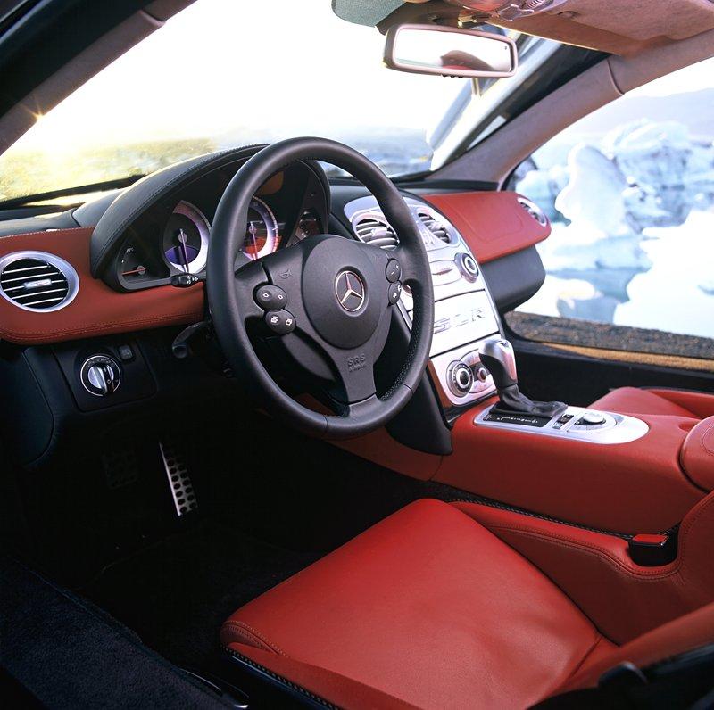 Mercedes a McLaren - každý na vlastním písečku: - fotka 3