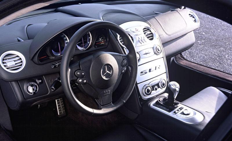 Mercedes a McLaren - každý na vlastním písečku: - fotka 4