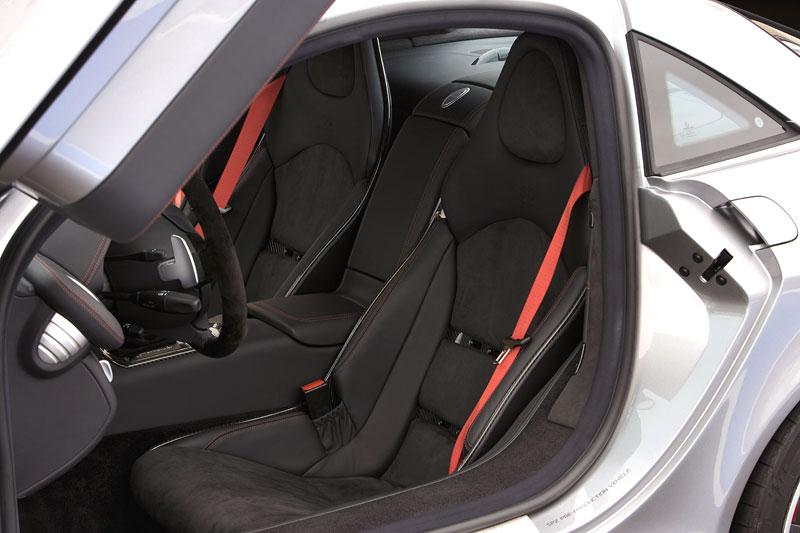 Mercedes a McLaren - každý na vlastním písečku: - fotka 8