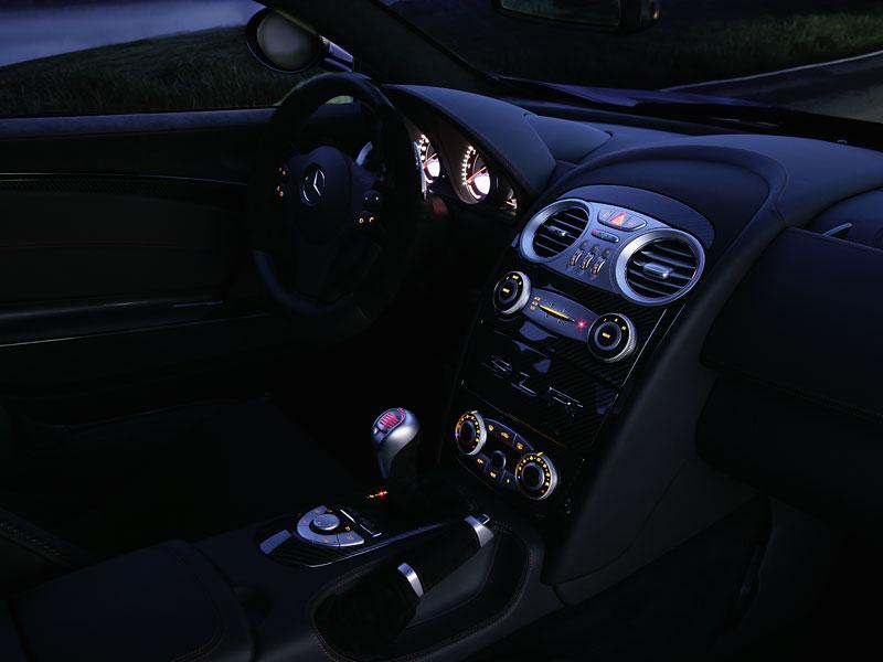 Mercedes a McLaren - každý na vlastním písečku: - fotka 12