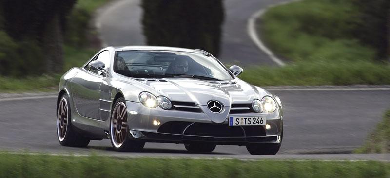 Mercedes a McLaren - každý na vlastním písečku: - fotka 16