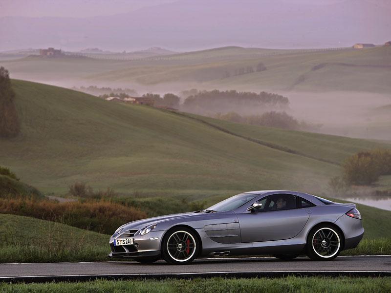 Mercedes a McLaren - každý na vlastním písečku: - fotka 31