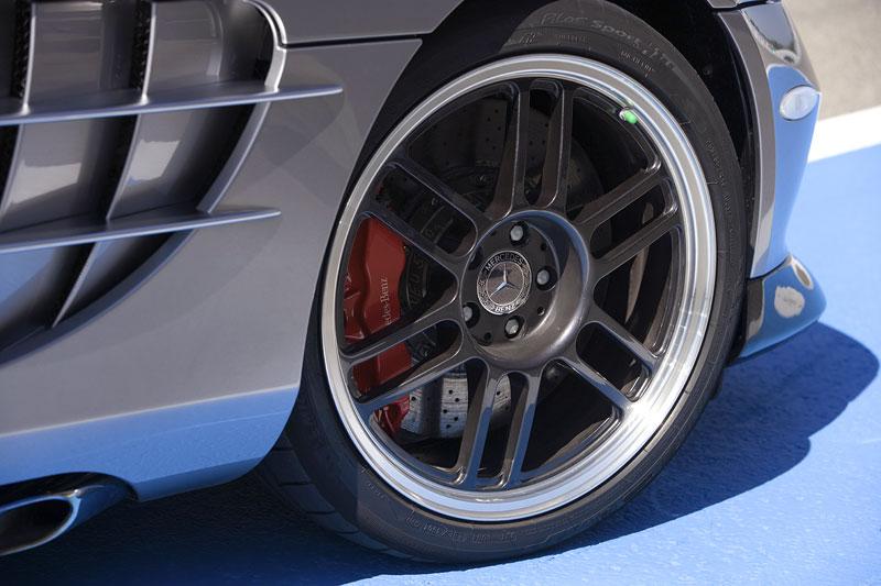 Mercedes a McLaren - každý na vlastním písečku: - fotka 42