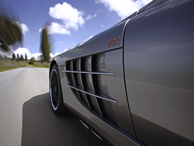 Mercedes a McLaren - každý na vlastním písečku: - fotka 46