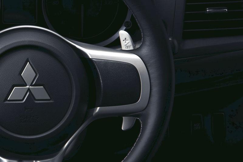 Mitsubishi Lancer Evo X loví u konkurence: - fotka 5