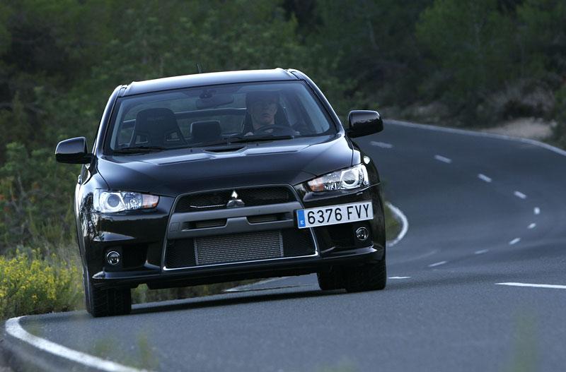 Mitsubishi Lancer Evo X loví u konkurence: - fotka 9