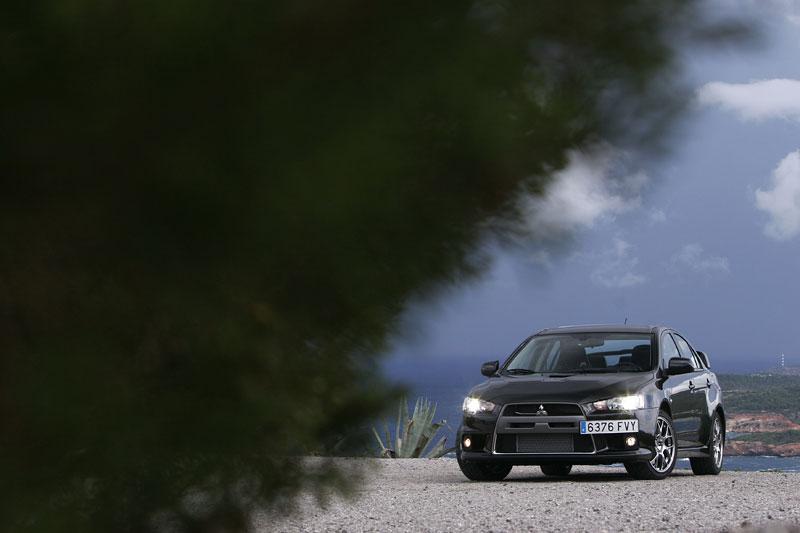 Mitsubishi Lancer Evo X loví u konkurence: - fotka 11
