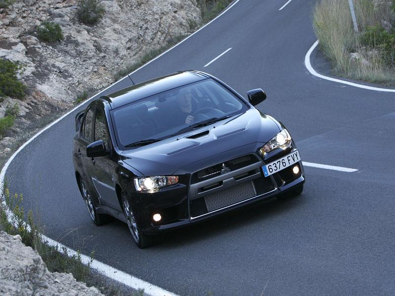 Mitsubishi Lancer Evo X loví u konkurence: - fotka 17