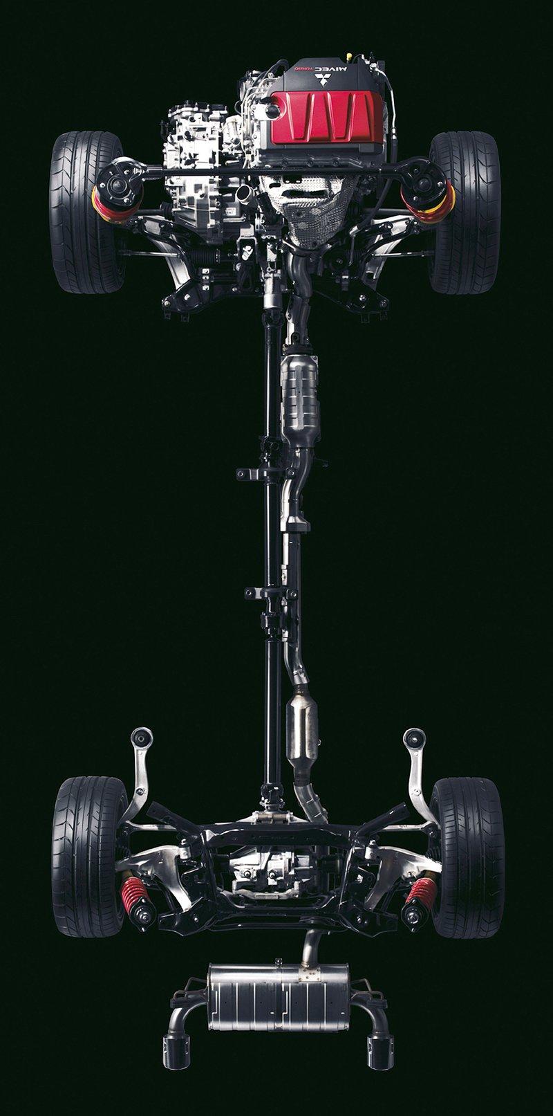 Mitsubishi Lancer Evo X loví u konkurence: - fotka 40