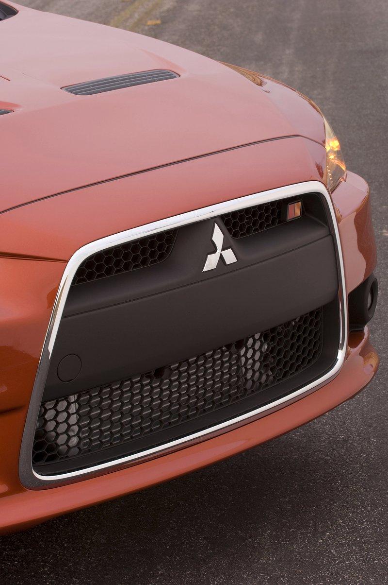 Mitsubishi Lancer Ralliart – téměř Evo: - fotka 13