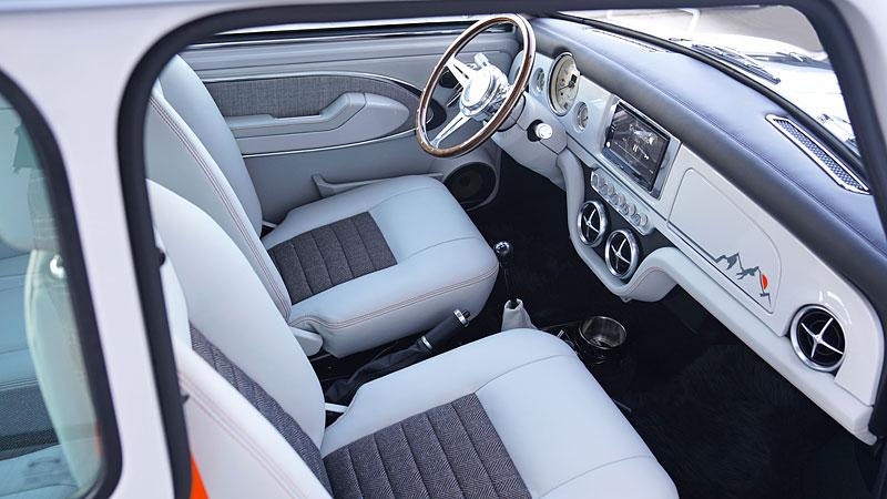 Teď můžete mít klasické Mini jako nové auto. Je ale absurdně drahé: - fotka 3