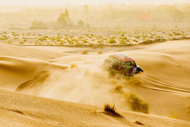Mini vyrazí na Dakar 2015 s osmičkou aut: - fotka 16