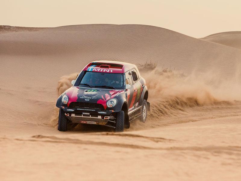Mini vyrazí na Dakar 2015 s osmičkou aut: - fotka 29