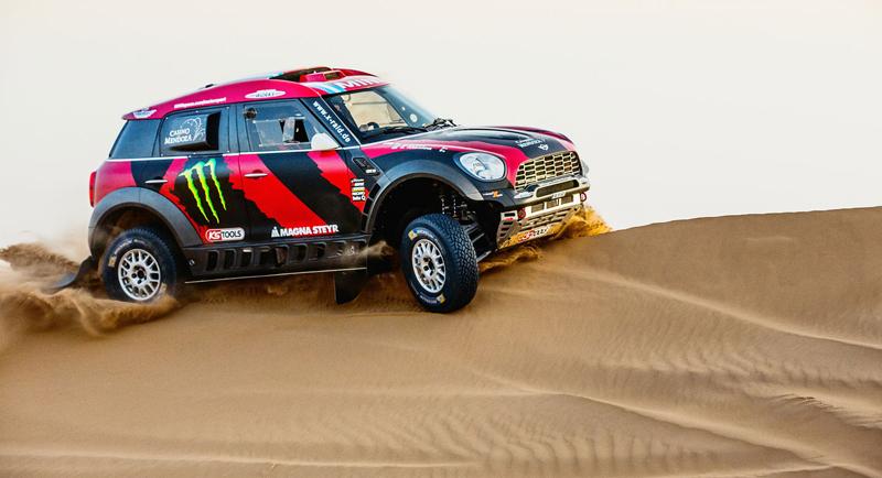 Mini vyrazí na Dakar 2015 s osmičkou aut: - fotka 32