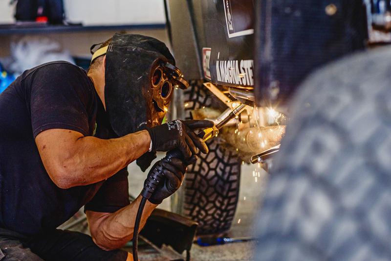 Mini vyrazí na Dakar 2015 s osmičkou aut: - fotka 46