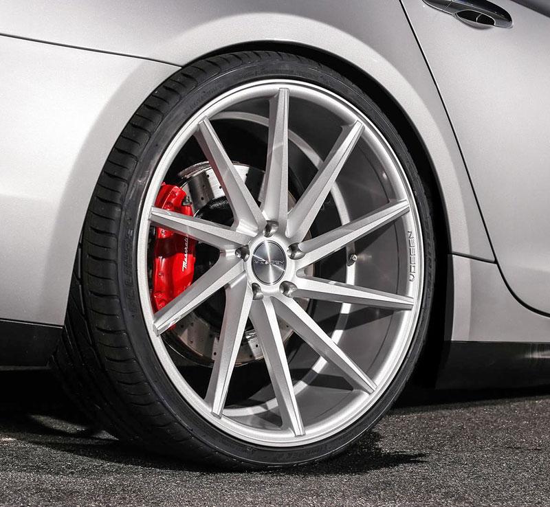 Maserati Quattroporte S Q4 s koly Vossen CVT: Stříbrný přízrak: - fotka 8
