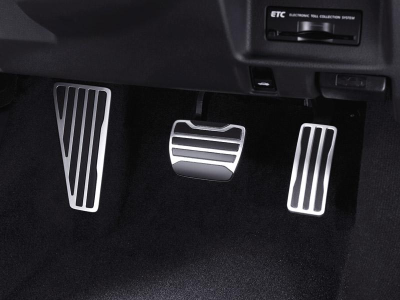 Nissan: nevypínejte u GT-R elektroniku, nebo přijdete o záruku: - fotka 7