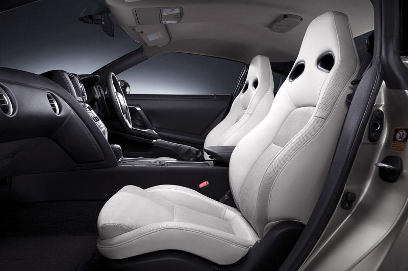 Nissan GT-R: do nového roku výkonnější: - fotka 9