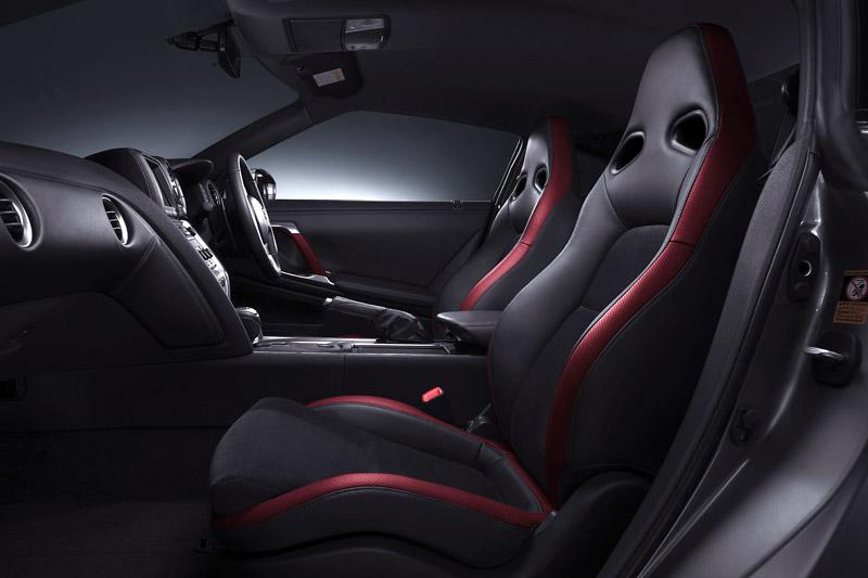 Nissan GT-R: do nového roku výkonnější: - fotka 10