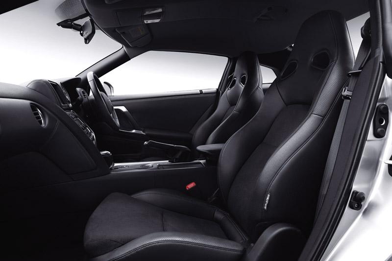 Nissan GT-R: do nového roku výkonnější: - fotka 13